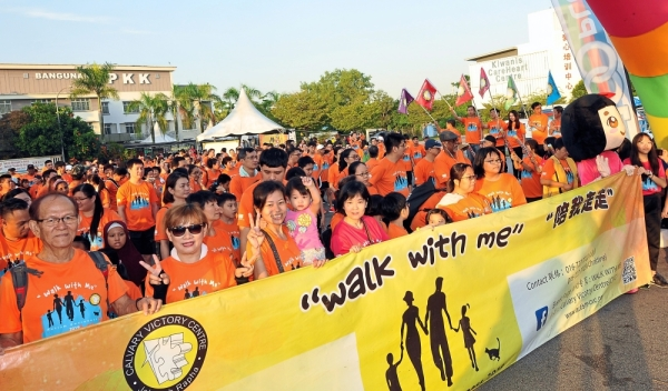 Participants waiting to be flagged-off during the u2018Walk With Me Austism Awareness 2019 programme in Johor Baru.