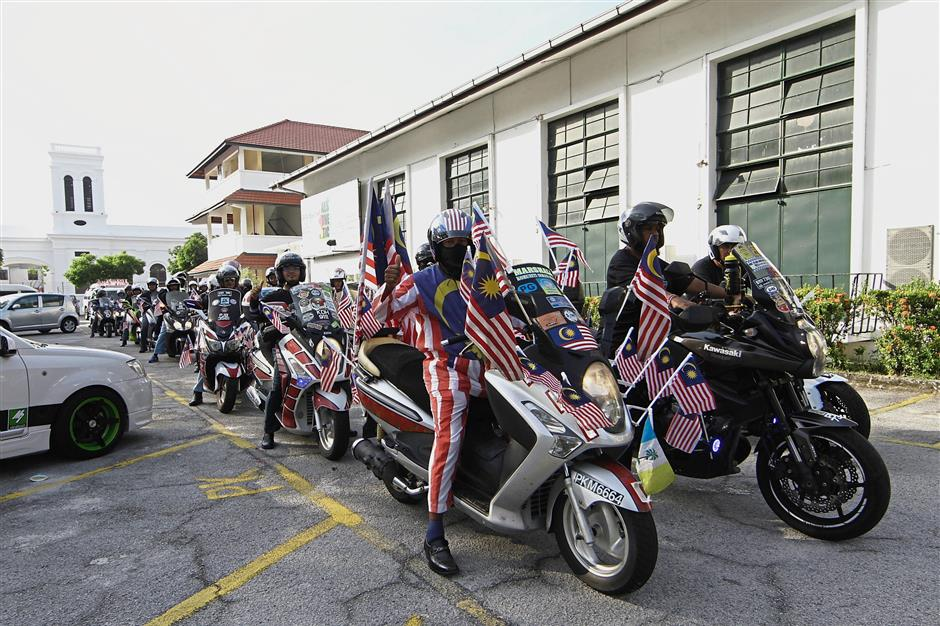 Participants were all smiles during the state-level Kembara Merdeka Jalur Gemilang convoy which was flagged off at St Xaviers Institution.Star Pic by: LIM BENG TATT/ The Star / 04 Aug 2018.