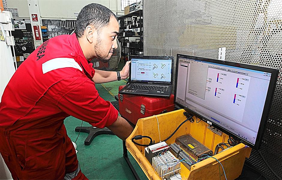 A experience engineer is needed to operate the underwater ROV controller.