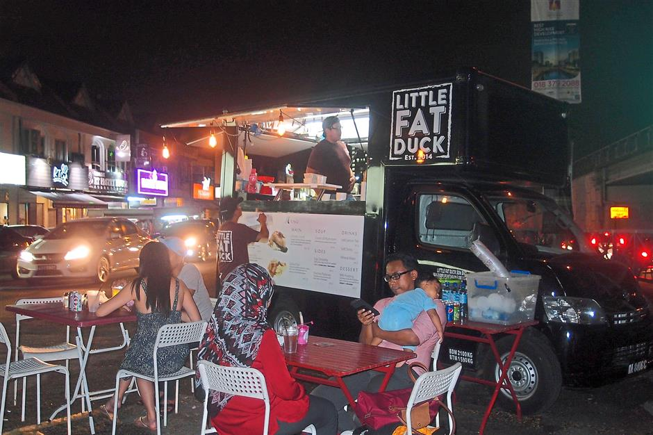 10. Little Fat DuckThe Little Fat Duck food truck operates six nights a week and caters to the dinner and supper crowd in Subang Jaya. They are usually found near Public Bank in SS15. For MOB Top 10 story on 10 trending food trucks.