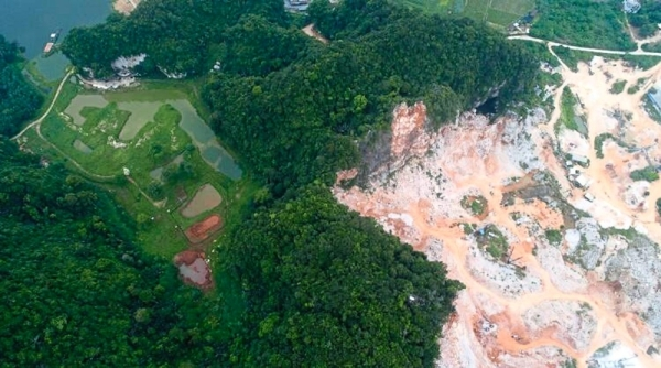 (Left) An aerial view of quarry activities at Gunung Lanno in Simpang Pulai.