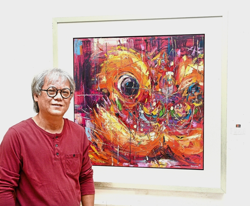 Loo with his auspicious work, 'Eye of Dragon Dance'.