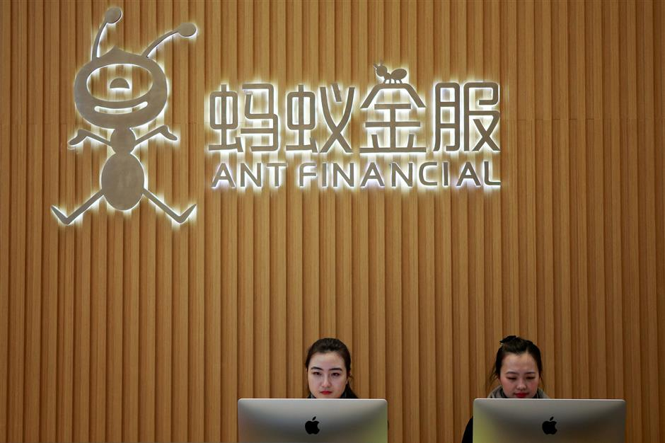 FILE PHOTO: Employees are seen at the reception desk of Ant Financial Services Group, Alibaba\'s financial affiliate, at its headquarters in Hangzhou, Zhejiang province, China January 24, 2018.   REUTERS/Shu Zhang/File Photo