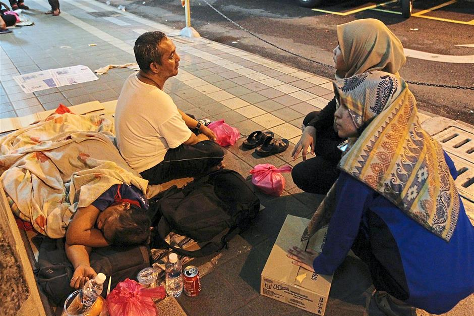 When they feed the homeless, Mastura and her volunteers spend time finding out more about those who dwell in the streets. Her volunteers are given a set of questions to ask where answers will help them identify the person and their personal particulars.