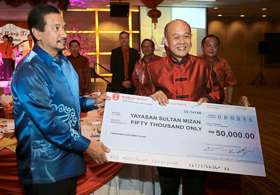 Sultan Graces New Year Dinner The Star