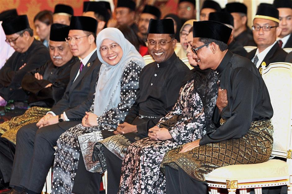Former mentri besar Datuk Dr Zambry Abd Kadir (third from right) said he welcomed the transition for the good of the state. — Photos: RONNIE CHIN/The Star