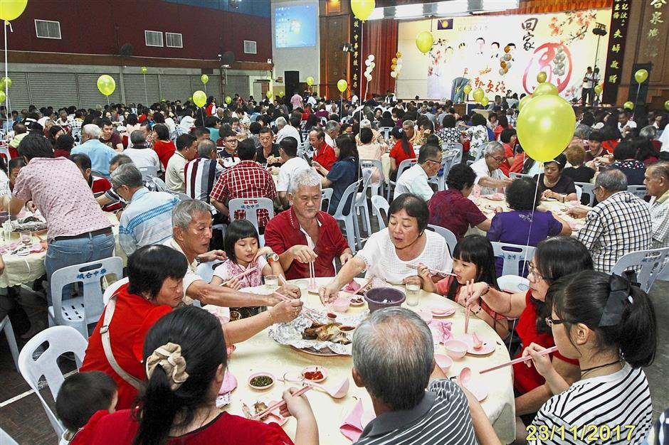 The crowd enjoying their food at the Jerai MCA division dinner.