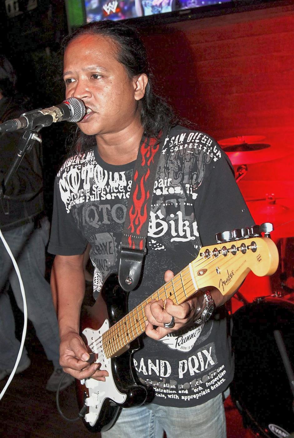 Sharin has a busy week as usual, tearing up the stage with his signature hard rock vibe.