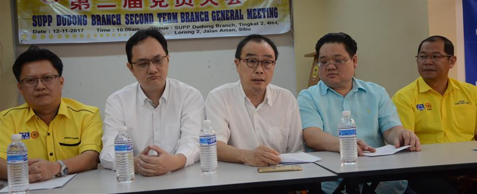 Wong (centre) speaking at the press conference with Kuok on hisleft and Lau on his right.