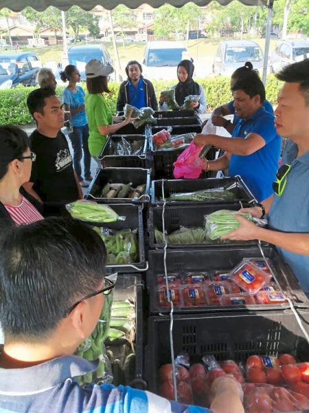 Green Growers Ventures Sdn Bhd selling vegetables from Cameron Highlands that were harvested and packed during the wee hours of the morning to ensure freshness.