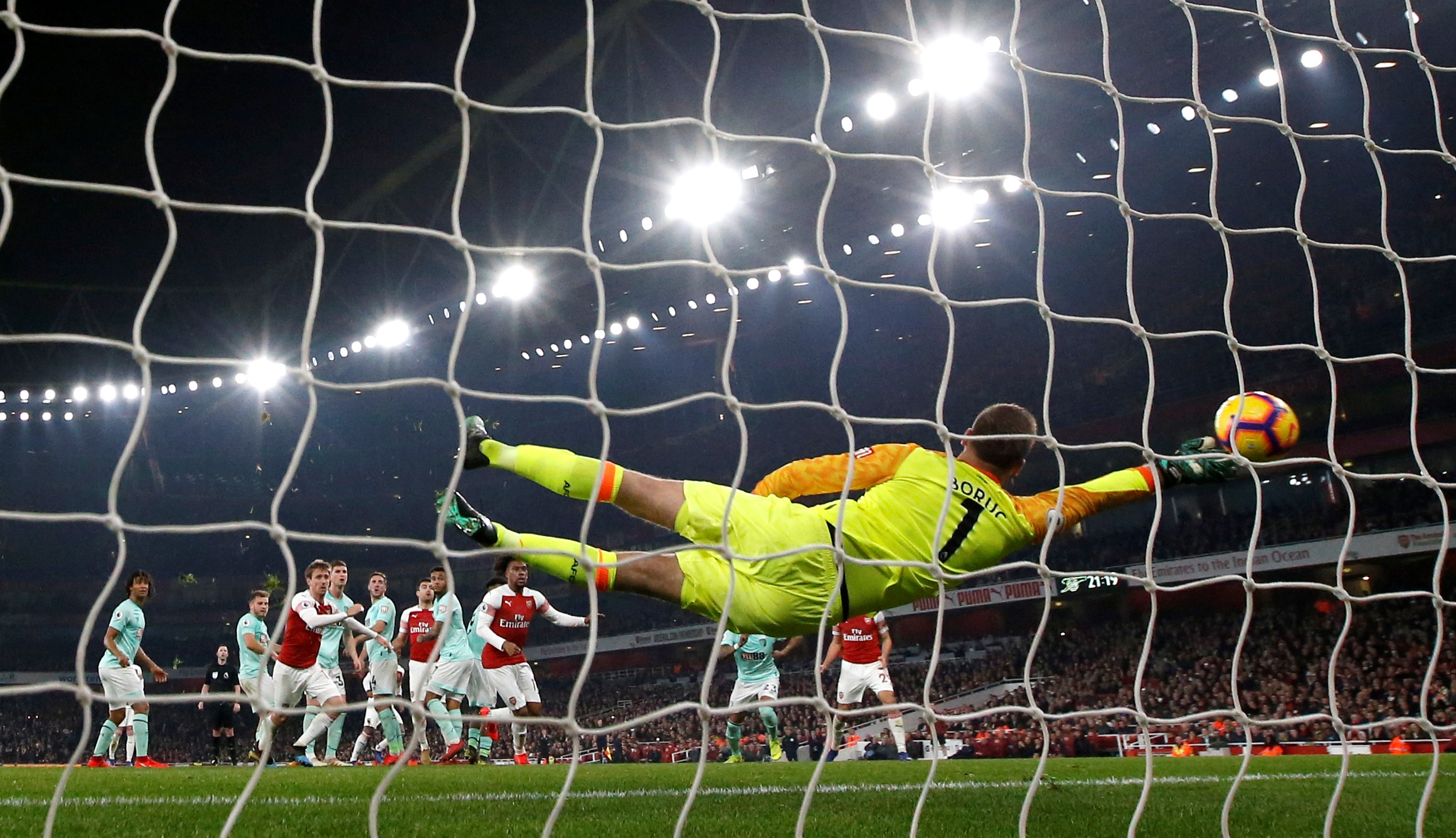 Soccer Football - Premier League - Arsenal v AFC Bournemouth - Emirates Stadium, London, Britain - February 27, 2019  Arsenal's Alexandre Lacazette scores their fifth goal from a free kick               Action Images via Reuters/Peter Cziborra