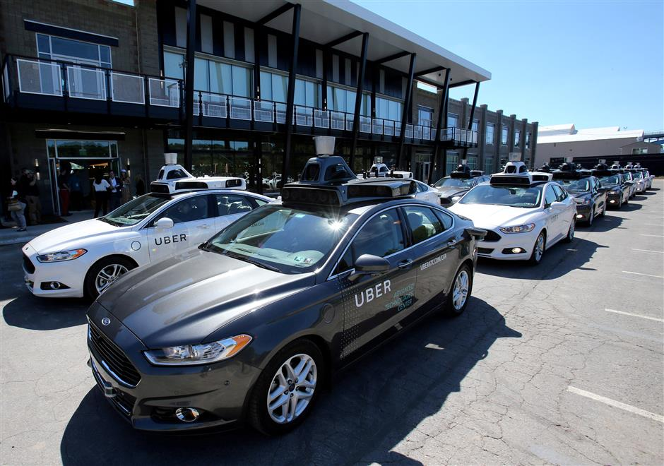 FILE PHOTO: A fleet of Uber's Ford Fusion self driving cars are shown during a demonstration of self-driving automotive technology in Pittsburgh, Pennsylvania, U.S. September 13, 2016.  REUTERS/Aaron Josefczyk/File Photo