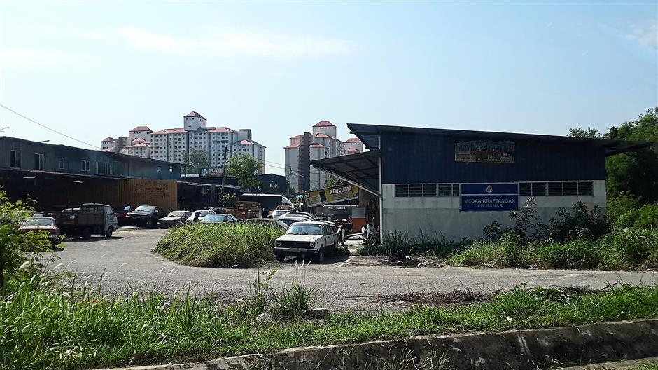 Sad state: The Air Panas Craft Centre in Jalan Usahawan 6 in Setapak has become a junkyard as there are many car workshops there.
