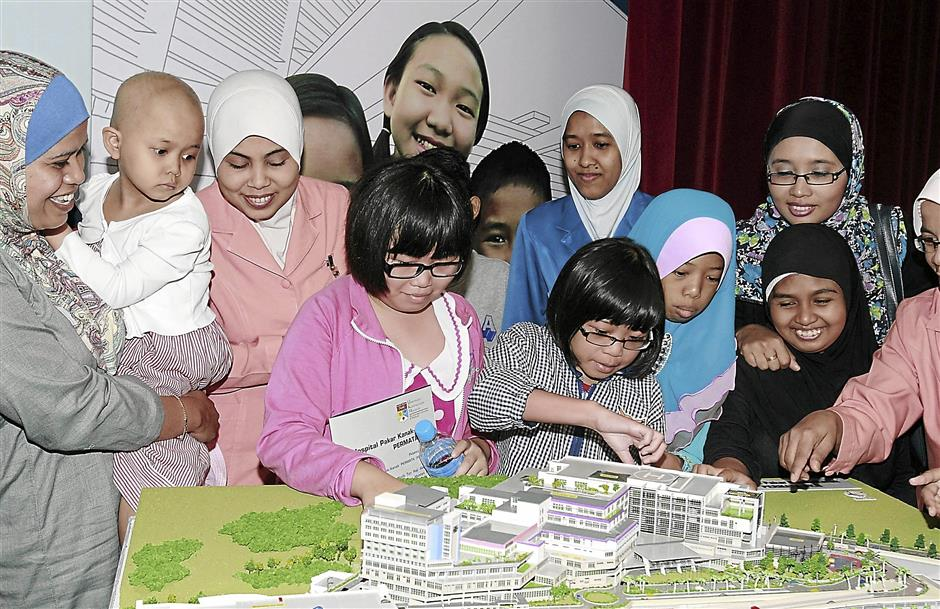Some children looking at amodel of  permata specialist children hospital at HUKM Cheras.