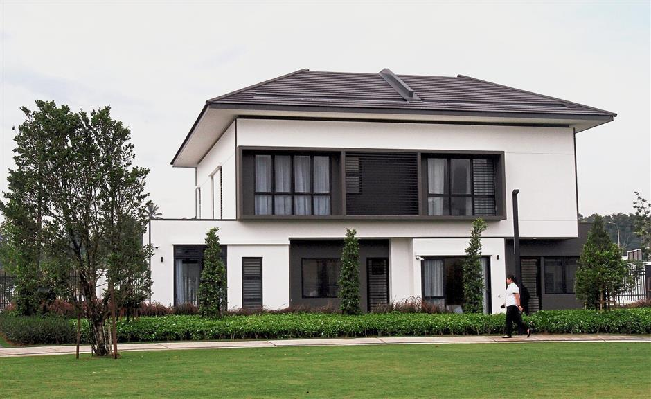 There are eight show units at the show village which showcases variations of double storey homes of Eco Ardence's latest project called Dremien, launched in September 2017.