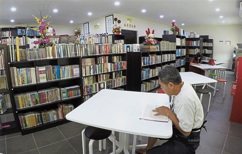 (Left) A visitor reading at the Mok Soon Sang Library.