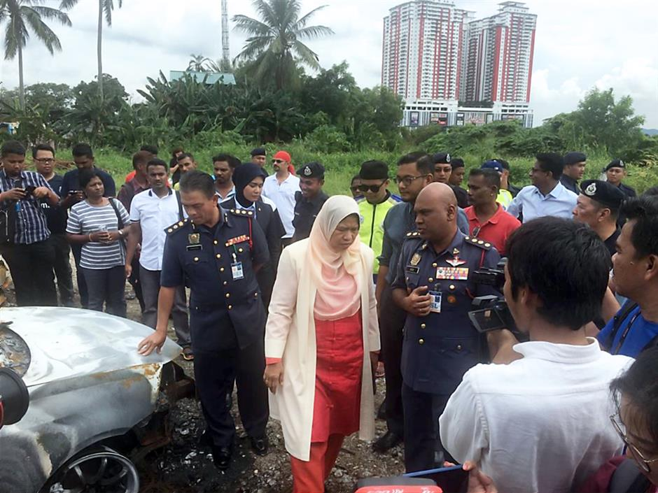 Ongoing investigation: Zuraida (centre) inspecting the scene of the incident outside the Seafield Sri Maha Mariamman Temple in Subang Jaya.