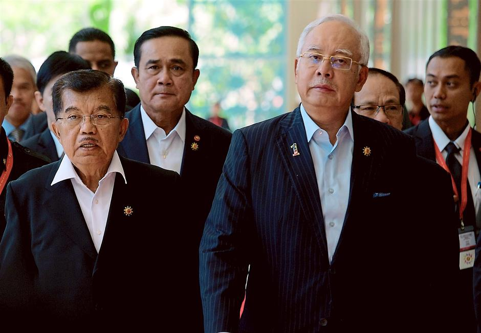Leading the way: Najib walking with Indonesian vice-president Jusuf Kalla (left) and Prime Minister of Thailand General Prayut Chan-O-Cha in Langkawi. — Bernama