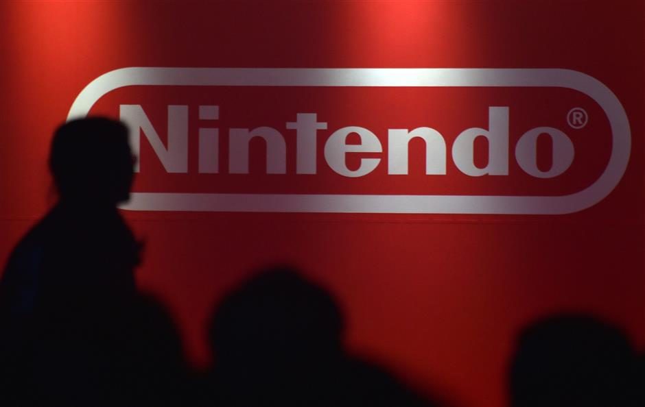 (FILES) This file photo taken on January 13, 2017, the logo of Japan\'s Nintendo Corporation is displayed at a presentation in Tokyo. - Nintendo said on October 30, 2018 its first-half net profit leaped 25.4 percent year-on-year to 574 million USD as blockbuster game titles helped boost demand for its popular Switch console. (Photo by Kazuhiro NOGI / AFP)