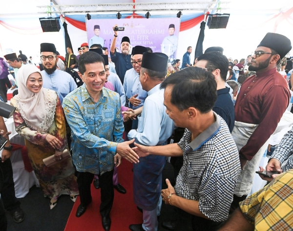 Always the cool dude: Azmin and his wife Shamsidar (left) meeting and chatting with the public during the Gombak Setia constituency Hari Raya Open house gathering at Taman Selasih Fasa II in Kuala Lumpur. u2014 Bernama