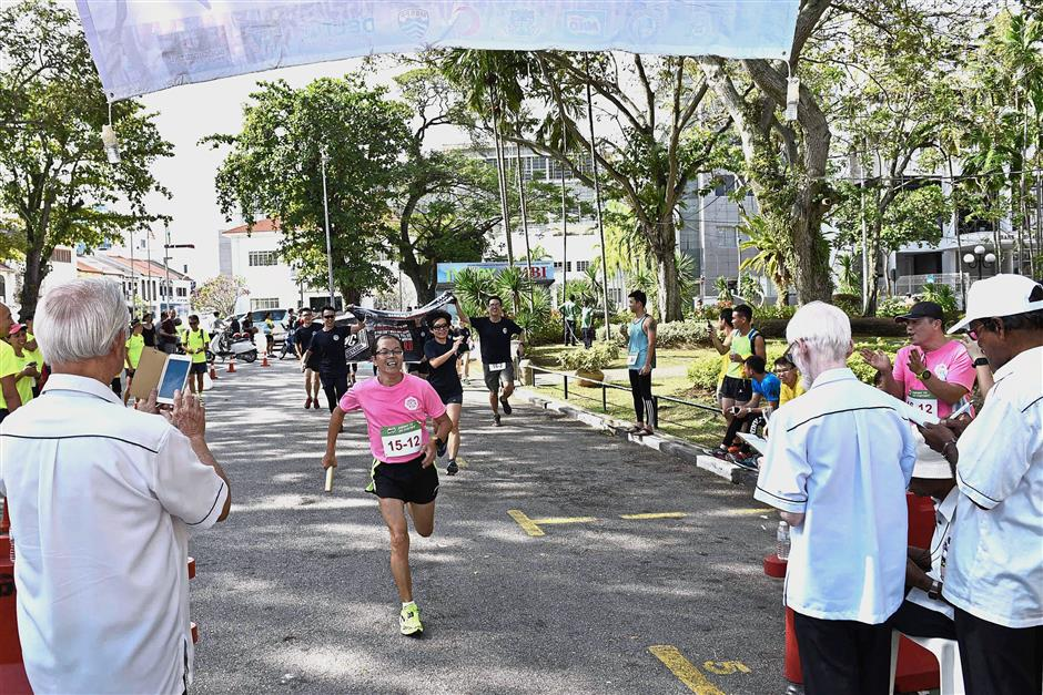 Participants running during the 40th Penang Amateur Athletic Association (PAAA) Annual Round The Island Relay 2017 at the Esplanade in Penang.Pix by GARY CHEN/The Star/ 31 December 2017.