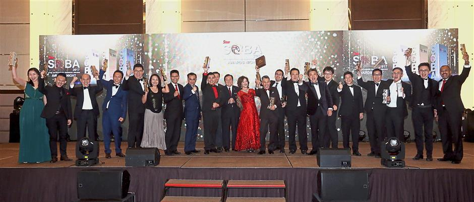 Wong (seventh from right) and Ong (12th from right) with the Grand and Platinum award winners and sponsors at SOBA 2017 awards ceremony. — Photos: KEVIN TAN, DARRAN TAN, IZZRAFIQ ALIAS, YAP CHEE HONG, FAIHAN GHANI and AZHAR MAHFOF/The Star