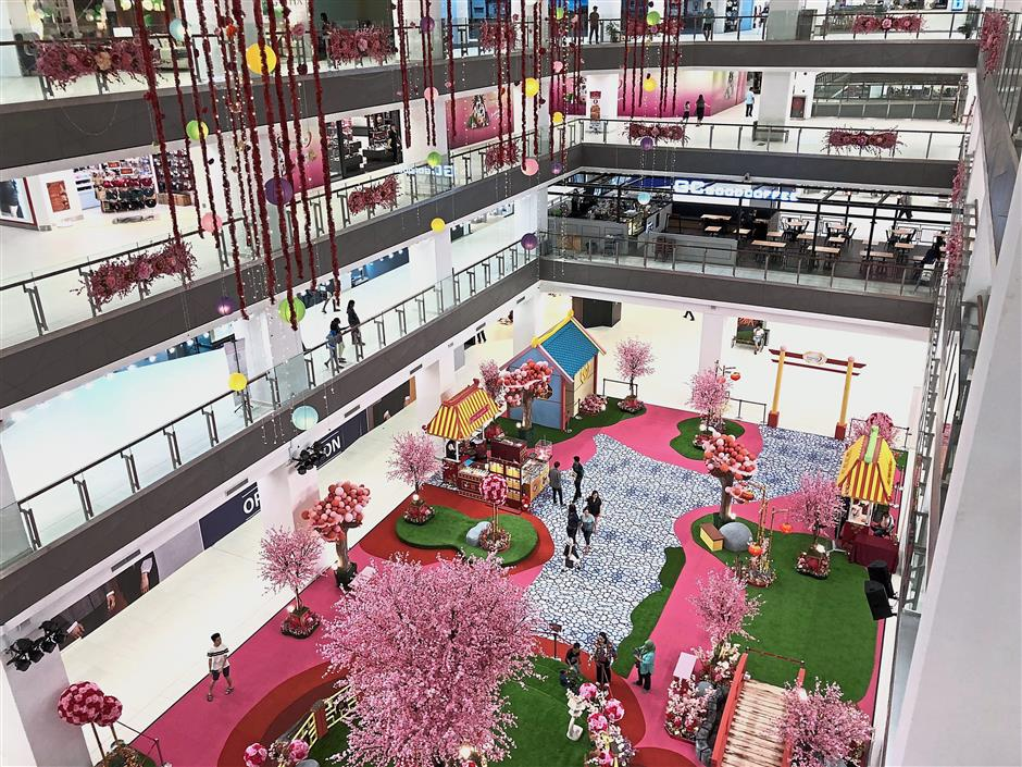 Shoppers to Paradigm JB will be greeted with more than 30 booths selling various goodies such as festive cookies, BBQ meat and floss, hampers, tidbits, decorative items and more.