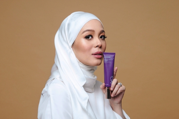 Vivy with one of the brand's foundations.