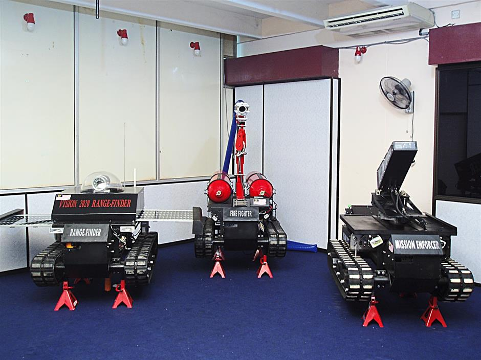 Using four skylifts purchased from a scrapyard for about RM15,000, Liew managed to build three prototypes fire fighting, defence and surveilanceusing the hydraulic systems, motors and frame with some modifications.