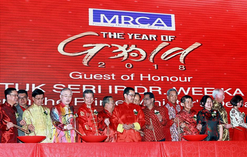 (From fourth left) Dr Wee, Chua, Choon and Chai with council members getting ready for the yee sang-tossing session.