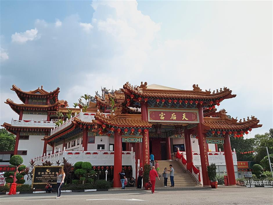 Decorative lantern appreciation sessions will be organised in the Thean Hou temple today.