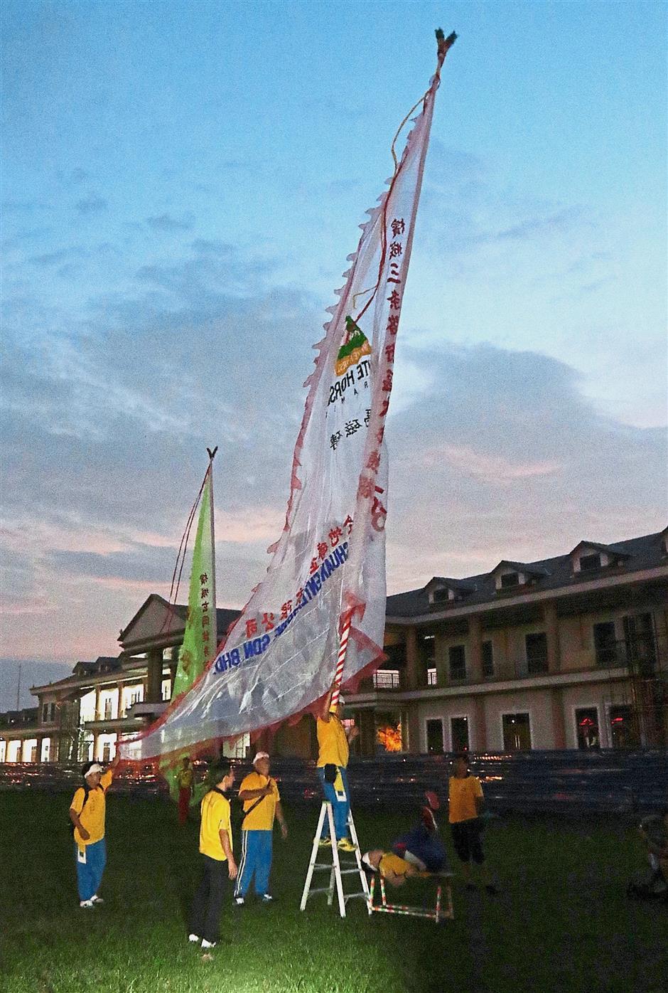 (Above) A Chingay troupe performing stunts during the parade. (Right) A spectacular dragon dance performance enhanced with fireworks during the Penang Chingay Festival Parade 2018 at Padang MPSP in Bagan Luar, Butterworth. — Photos: ZHAFARAN NASIB/The Star