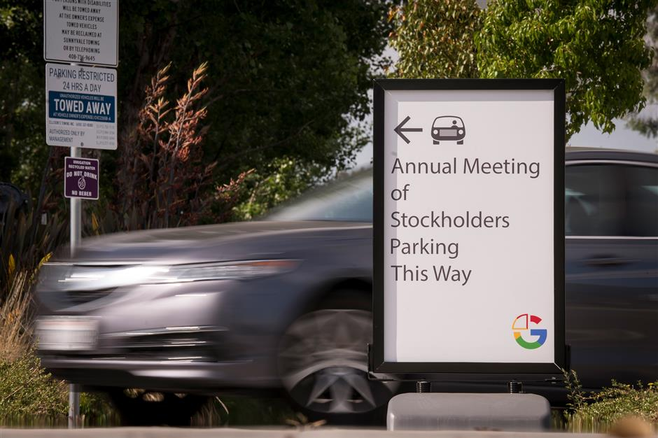 An vehicle pulls into a parking lot at the Alphabet Inc. annual shareholders meeting in Sunnyvale, California, U.S., on Wednesday, June 19, 2019. Google workers, shareholders and activists used the annual meeting to protest a range of issues, including contractor rights and the tech giant\'s business in China. Photographer: David Paul Morris/Bloomberg