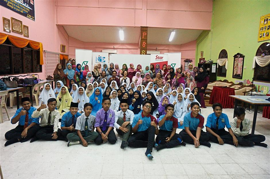 Students and teachers take one for the album after the NiE workshops held at SM Imtiaz Yayasan Terengganu Dungun.