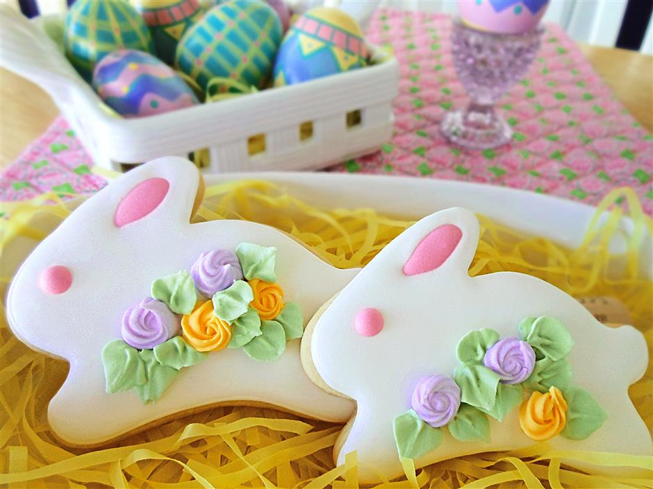 How adorable are these? Joan Defino of Mycookieclinic.com made a tray of iced bunny shortbread cookies - a¿¿ definitely a yummy alternative to the great chocolate Easter bunny.