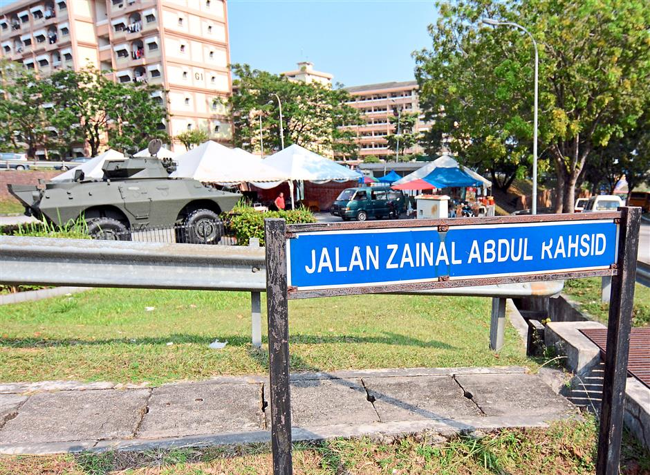 Attractive spot: A tank for display becomes an icon at Jalan Zainal Abdul Rahsid, where little food stalls are situated.