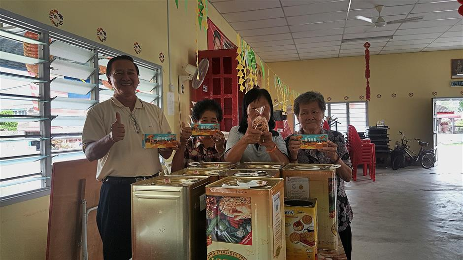 """Kampung Baru Wah Loong villagers (from left) Kiew Chai, Gan Mooi, Au and Phang are proud of the cookies they produced under the """"One Village One Product"""" project."""