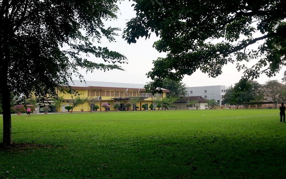 SJKC Pekan Gurney is a landmark in Pekan Gurney New Villlage in Sitiawan.