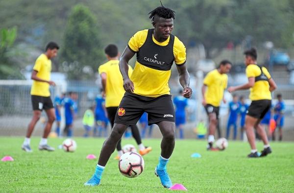 Heu2019s on fire: Selangor striker Ifedayo Olusegun has been sensational thanks to his goal-scoring exploits. u2014 Bernama