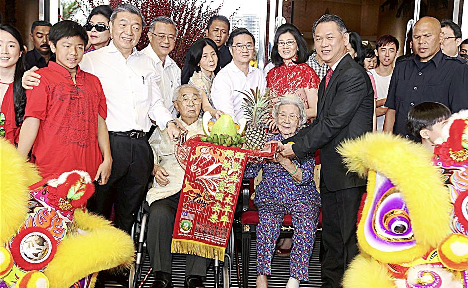 One World Hotel chairman Tan Sri Dato¿ Dr. Teo Soo Cheng, and his wife Puan Sri Teo, receiving the 'platter of prosperity' to close the festivities.