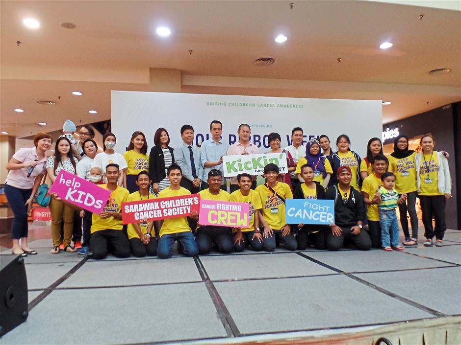 6880: Cancer survivors and volunteers of SCCS take a group photo for the Gold Ribbon Week at Plaza Merdeka.