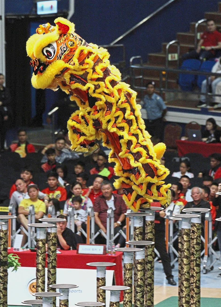 Champion Hong Teik Lion and Dragon Dance Association showing off its stunning choreography.