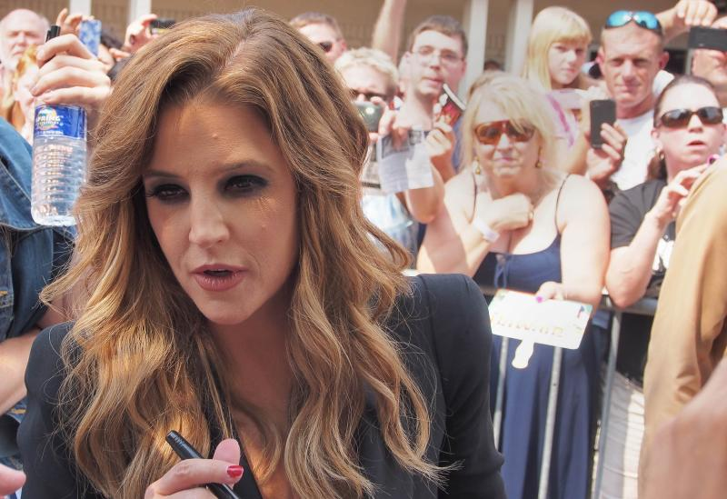 Lisa Marie Presley facing financial ruin, sues ex-manager | The Star