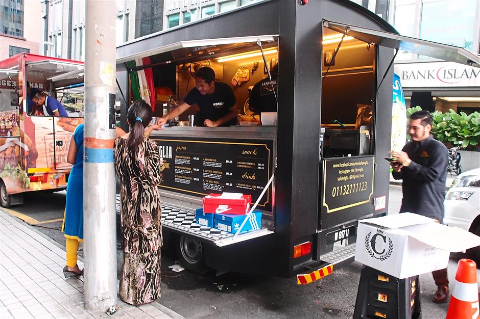 3. La FamigliaThe La Famiglia food truck is usually situated along Jalan Dungun in Damansara Heights for lunch on weekdays. For MOB Top 10 story on 10 trending food trucks.