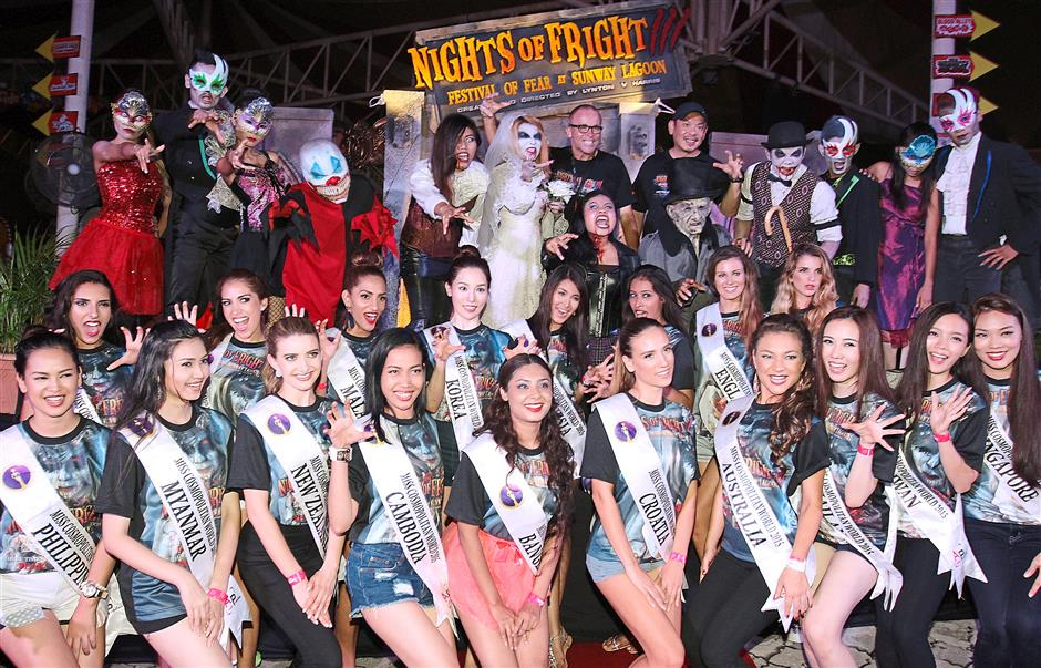 Choo (back row, in black T-shirt) and Harris taking a group photo with the finalists of Miss Cosmopolitan World 2015 and some of the scare actors. The pageant finalists spent the morning at the theme park and were invited for the media launch at night.