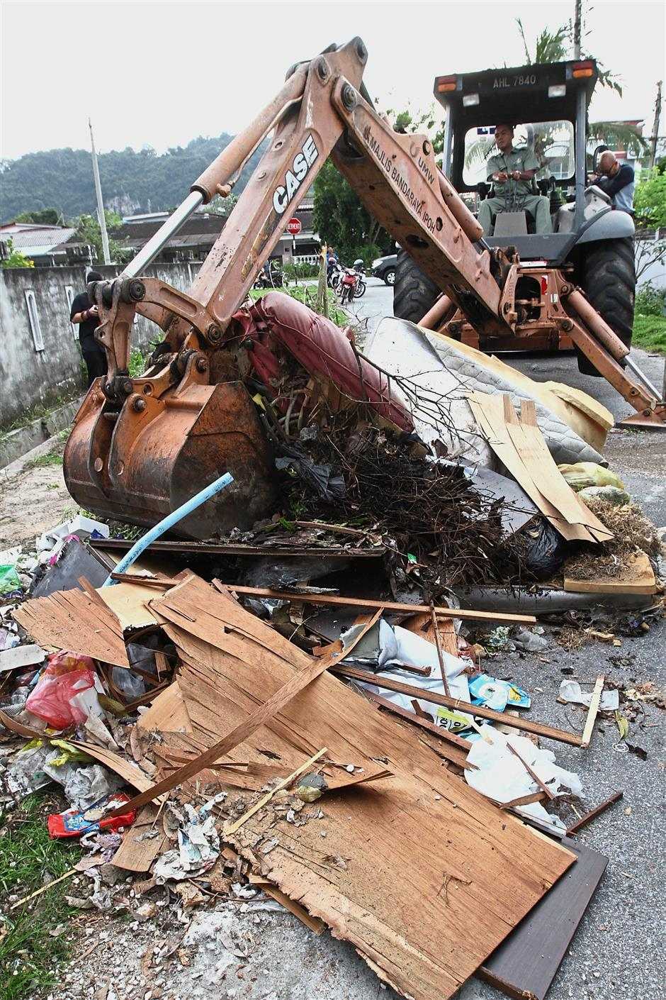 An excavator had to be used to deal with the amount of rubbish that had to be cleared during the gotong royong.