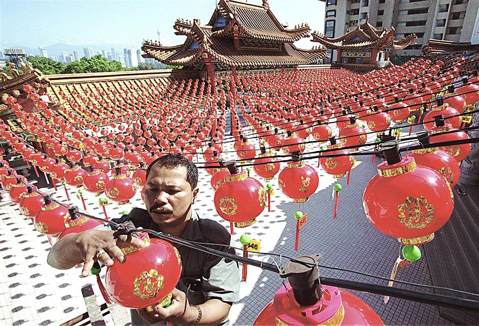 ALL SET....ANAS WAHAB (36) ,ONE OF THE THEAN HOU TEMPLE WORKER DOING A FINAL INSPECTION BEFORE THE BIG DAY (CHINESE NEW YEAR).