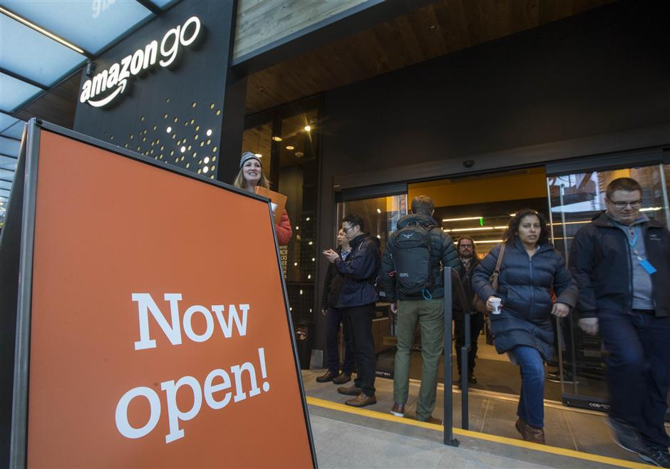 SEATTLE, WA - JANUARY 22: Shoppers enter and exit the Amazon Go store on January 22, 2018 in Seattle, Washington. After more than a year in beta Amazon opened the cashier-less store to the public.   Stephen Brashear/Getty Images/AFP == FOR NEWSPAPERS, INTERNET, TELCOS & TELEVISION USE ONLY ==