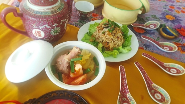 (Above pic) Indulge in perennial Nyonya favourites of siam chye ark and joo hoo char.