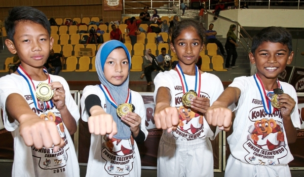 (Above, from left) Amsyar Hadi, Nur Adreanna Maryssa, Vanessa and Eshan Jay Rubendran were the best performers of the tournament.